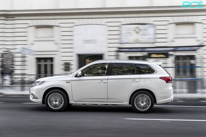 Mitsubishi Outlander PHEV 2019-01